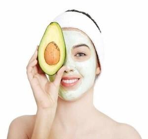 Học ngay cách làm trắng da, trị mụn hiệu quả bằng mặt nạ bơ đầu mùa