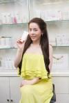 Hot Girl Vân Tokyo chọn kem trang điểm dưỡng da nào?